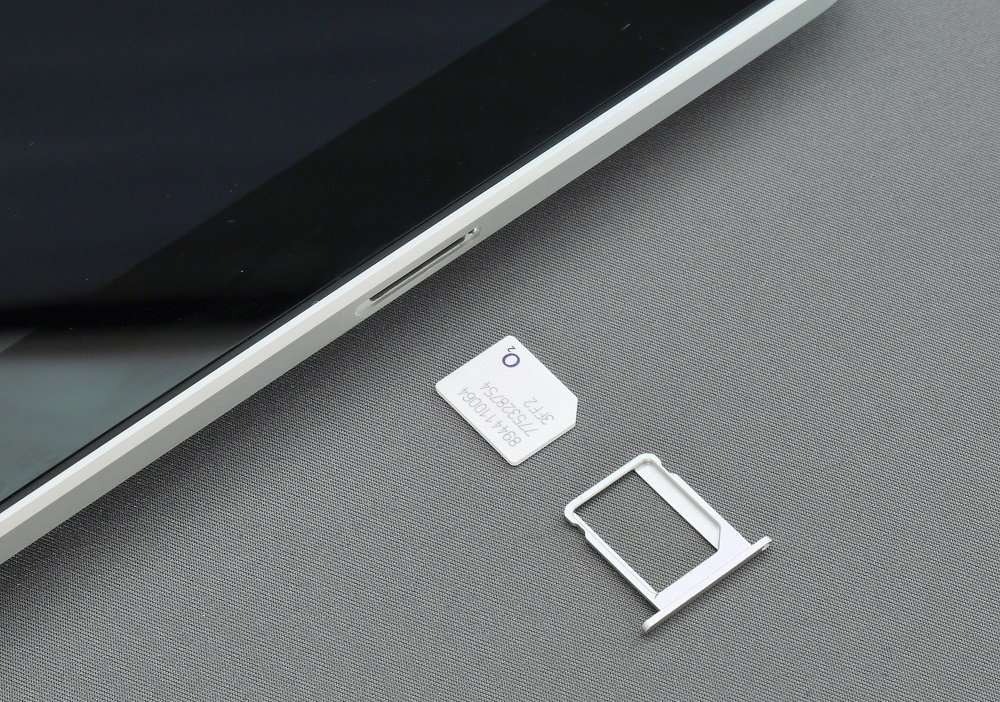 Gently pull the tray in the outward direction | How to Remove SIM Card from Google Pixel 3